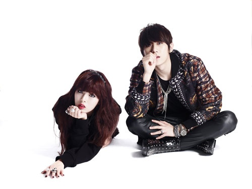 """HyunA and Hyun Seung Share BTS Photos of """"Trouble Maker"""""""