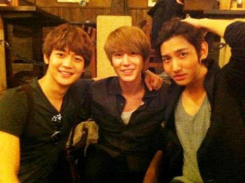 "SuJu's Gyu Hyun, SHINee's Minho, and DBSK's Changmin's ""Gyu Line"" Photo Draws Overwhelming Attention"