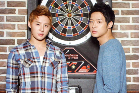 JYJ Yoochun Buys Junsu and his Staff Members Shoes
