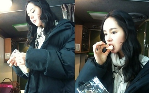 Han Ga In Looks Beautiful Even While Eating