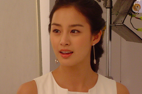 Netizens Do a Double Take over Kim Tae Hee's Old Photo