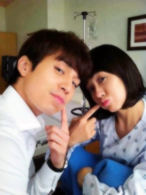 Lee Dong Wook and Kim Sun Ah Take One Last Couple Photo