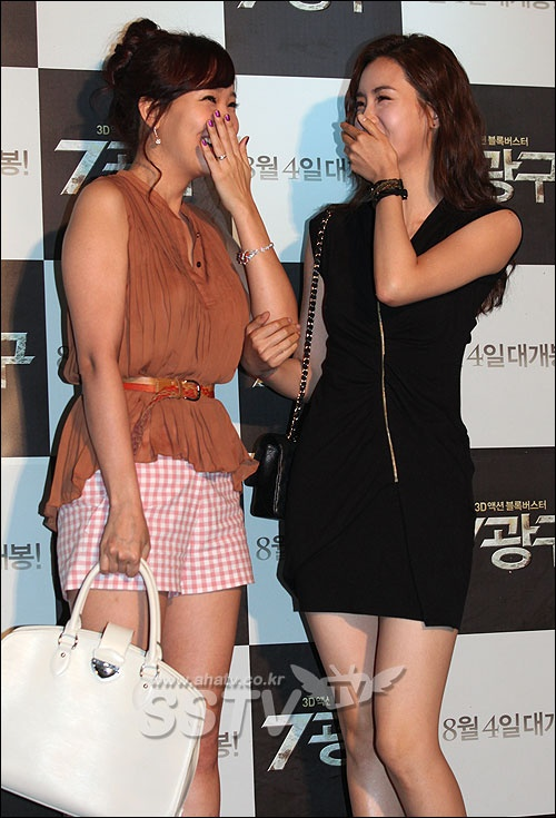 Son Ye Jin and So Yoo Jin's Past Photo Garners Attention
