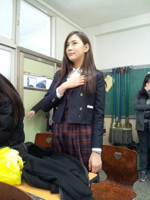 A Pink's Oh Ha Young Graduates from Middle School