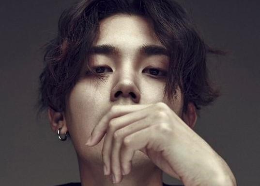 El cantante Jooyoung sorprende con repentino alistamiento militar