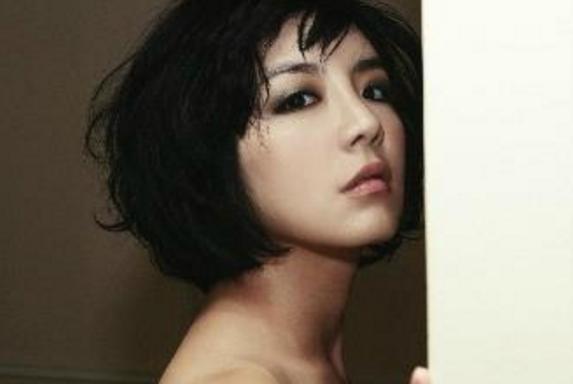 A la actriz coreana-americana Amy le dan orden de deportación a Guam