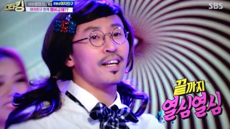 El maestro que realizó el cover de GFRIEND que se hizo viral, baila con las integrantes del grupo
