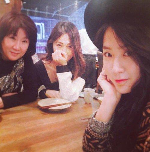 Soyu revela el increíble parecido que tiene con su mamá y hermana