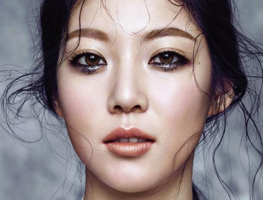 """Gong Seung Yeon revela a la revista CeCi: """"No me gusta el maquillaje"""""""