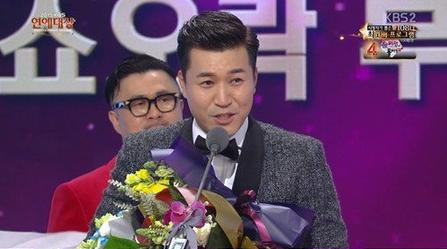 Kim Jong Min gana el premio al entretenimiento por primera vez en 9 años