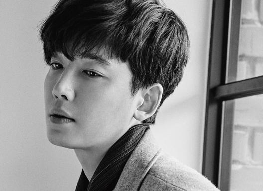 Jung Kyung Ho muestra serenidad en sesión fotográfica para la revista SURE