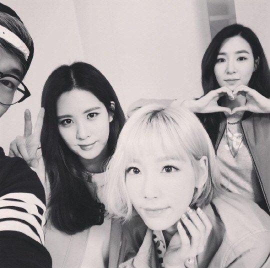 Taeyeon revela nuevo corte en selca grupal junto a TaeTiSeo
