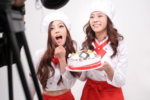 Se reporta que Hara y Seungyeon de KARA tuvieron una reunión de emergencia con el CEO de DSP Media