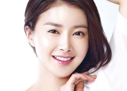 La actriz Lee Si Young firma contrato con Hunus Entertainment