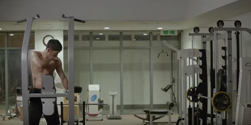 """Los abdominales de Song Joong Ki son los protagonistas del teaser para """"Descendants of the Sun"""""""