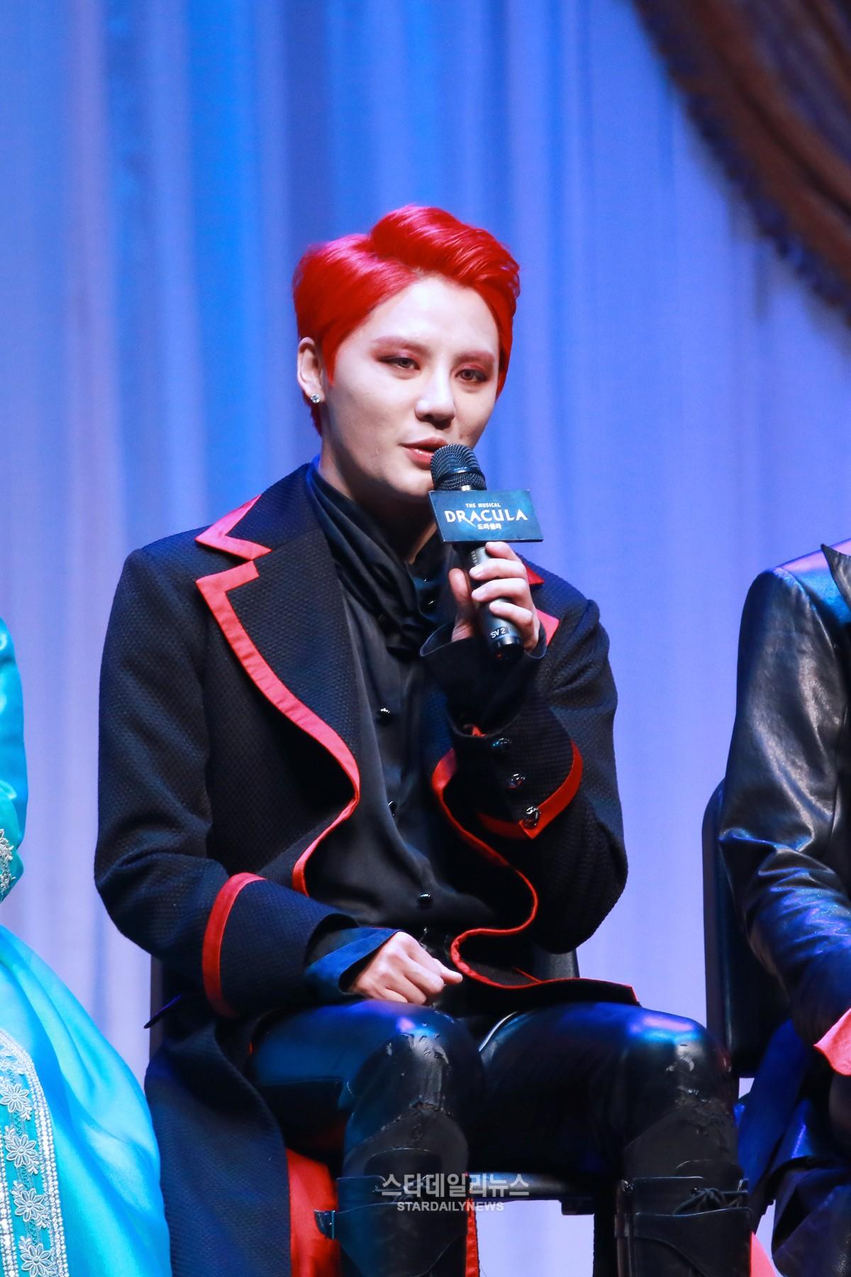 """Junsu de JYJ habla sobre su amor por el musical de """"Dracula"""""""