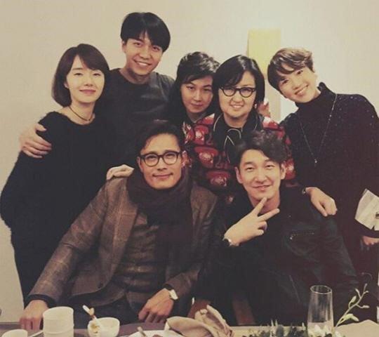 Lee Seung Gi disfruta de una fiesta de despedida rodeado de estrellas antes de marcharse al ejército