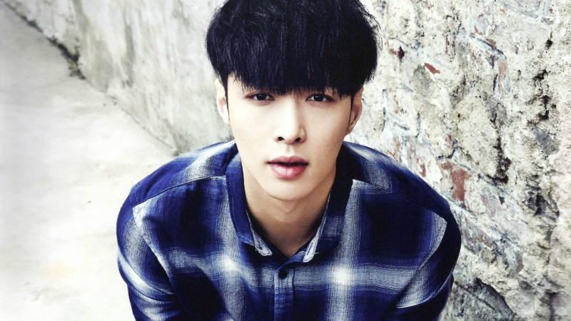 Lay de EXO se lesiona en el set de drama web chino