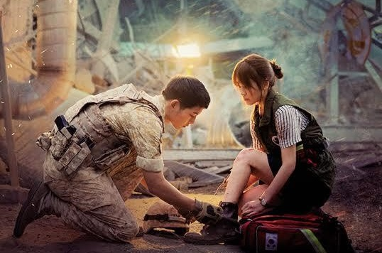 "El amor florece para Song Joong Ki y Song Hye Gyo en el nuevo póster de ""Descendants of the Sun"""