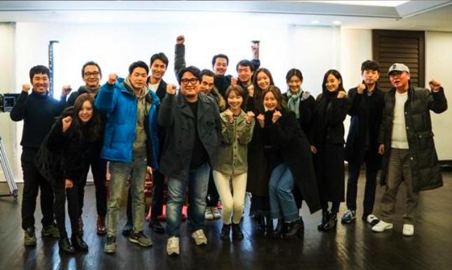 """Jo In Sung y Jung Woo Sung visten de negro en la primera lectura de la película """"The King"""""""
