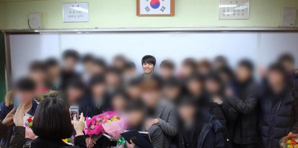 Yeo Jin Goo celebra su graduación de la escuela secundaria