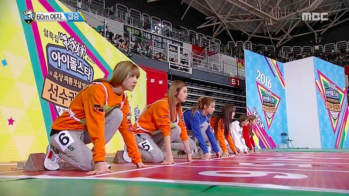 """Integrantes de grupos femeninos compiten en la carrera de 60 metros en """"2016 Idol Star Athletics Championships"""""""