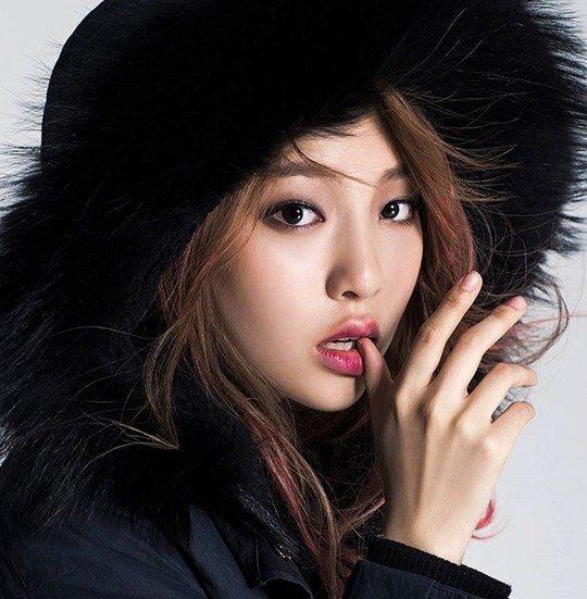 La hija de Hwang Shin Hae, Lee Jin Yi, firma un contrato exclusivo con YG Entertainment