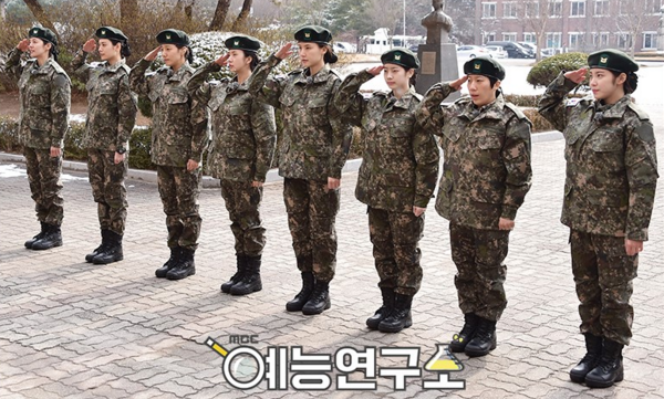 "Hyosung de Secret, Dahyun de TWICE y más se ponen uniforme para ""Real Men: Female Soldier Edition"""