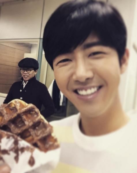 Kwanghee se come un wafle que era para Yoo Jae Suk