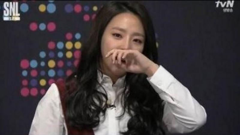 """Yewon derrama lágrimas durante sketch sobre su conflicto con Lee Tae Im en """"SNL Korea 7"""""""