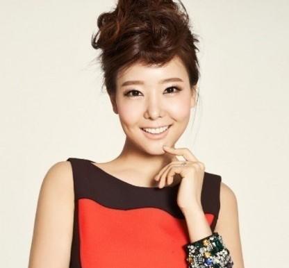 La actriz So Yoo Jin revela en su libro que tuvo un aborto