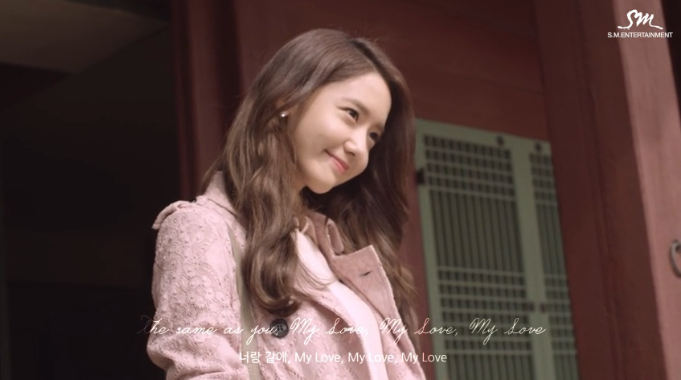 "YoonA de Girls' Generation y 10cm publican el MV ""Deoksugung Stonewall Walkway"""