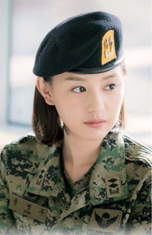 "Kim Ji Won experimenta un aumento de popularidad gracias a ""Descendants of the Sun"""
