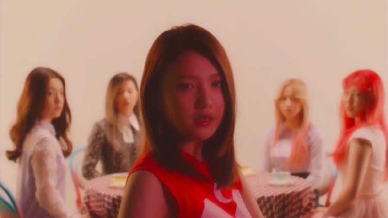 "Red Velvet revela encantador vídeo musical para ""One of These Nights"""