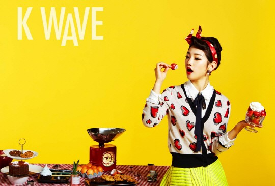 Park So Dam luciendo colorida para KWAVE