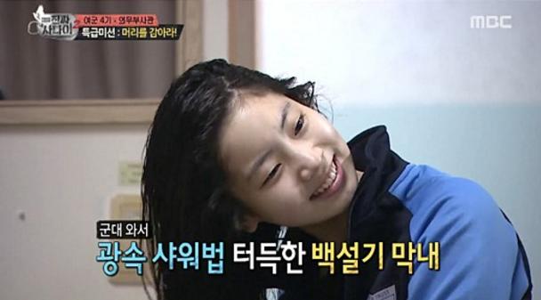 """Dahyun de TWICE se impresiona a sí misma tomando una ducha de 15 minutos en """"Real Men"""""""