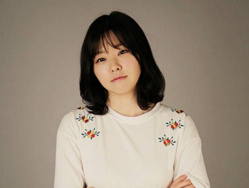 """Lee Min Ji de """"Reply 1988"""" opina sobre el rumor que la incluyó en el escándalo de celebridades con patrocinadores"""
