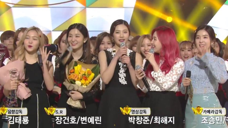 "Red Velvet consigue su cuarta victoria con ""One of These Nights"" en ""Music Bank"""