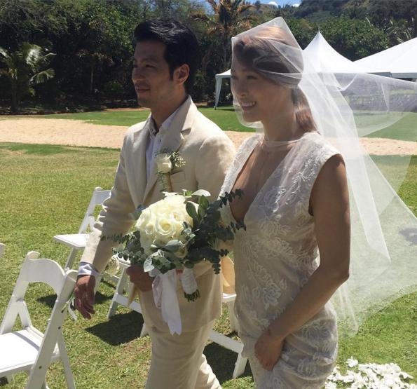 Kahi es una hermosa novia en las fotos de su boda