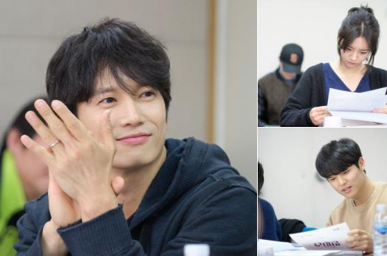 """El próximo drama de Ji Sung y Hyeri, """"Entertainer"""", lanza fotos de la primera lectura de guión"""