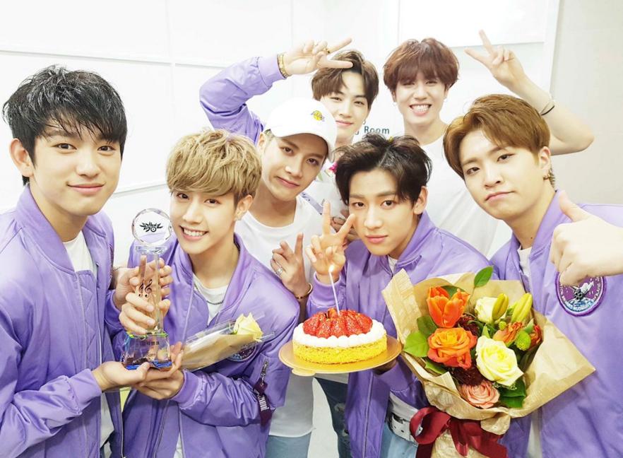 """GOT7 consigue su tercera victoria con """"Fly"""" en """"Music Bank"""""""