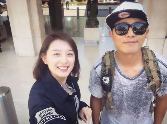 """Jin Goo y Kim Ji Won comentan cuidadosamente sobre el final de """"Descendants of the Sun"""""""