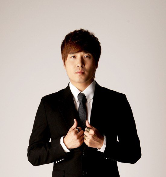 Lee Jin Sung de Monday Kiz incluirá la voz del fallecido Kim Min Soo en una nueva canción