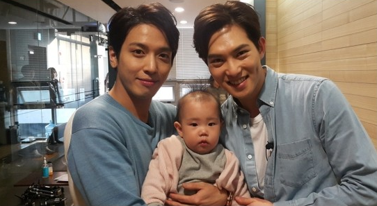 "Jung Yong Hwa y Lee Jong Hyun se ganan el corazón de Rohee en ""The Return of Superman"""