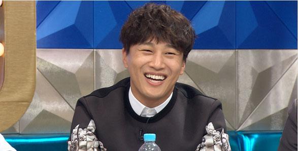 """Se revela el generoso regalo de Cha Tae Hyun para el staff de su película en """"Radio Star"""""""