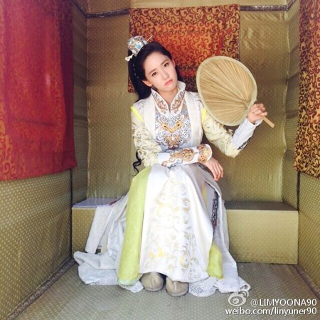 "YoonA luciendo adorable en fotos detrás de cámaras de ""God Of War, Zhao Yun"""