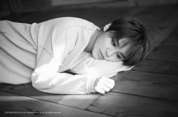 Junsu de JYJ deslumbra con juvenil apariencia en foto teaser para su regreso