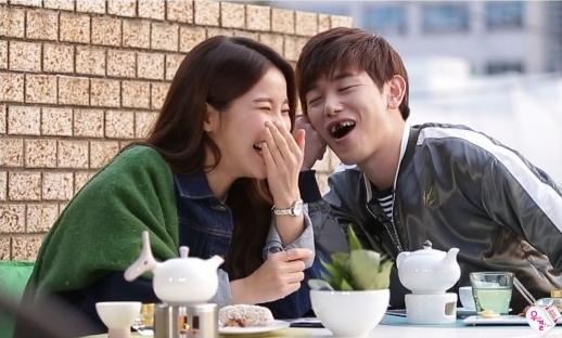 """Eric Nam hace reír y es todo un caballero con Solar de MAMAMOO en """"We Got Married"""""""
