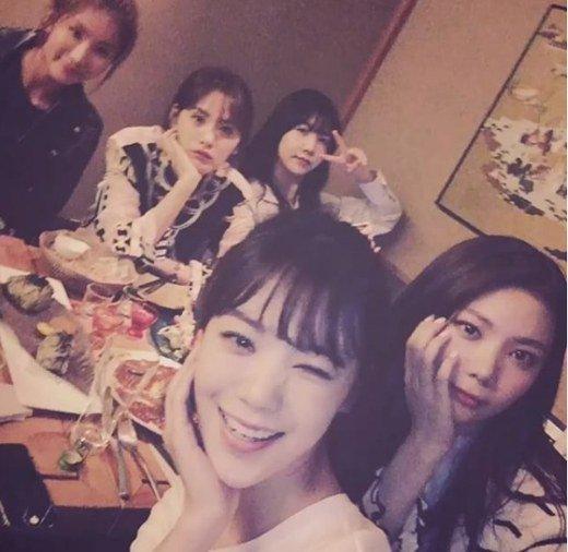 After School tiene una noche de chicas por el cumpleaños de Raina