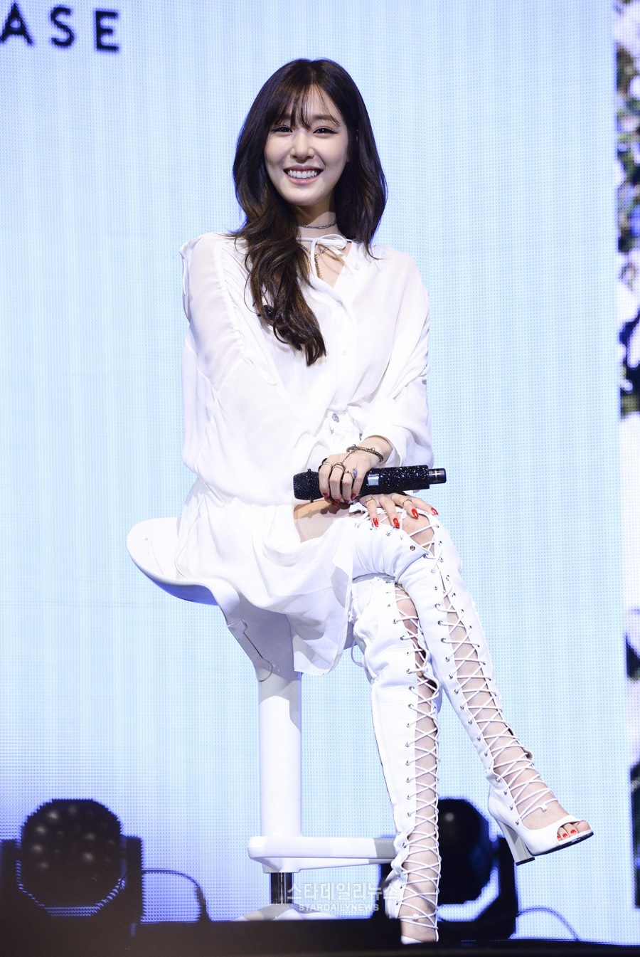 Tiffany realiza mini-concierto por su álbum en solitario y dijo que espera que a Jessica le vaya bien